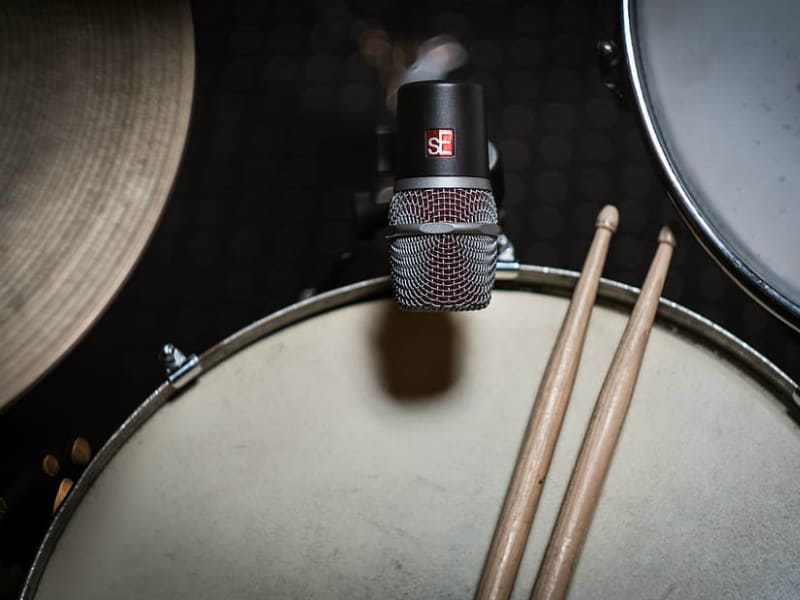 drums tom snare microphone