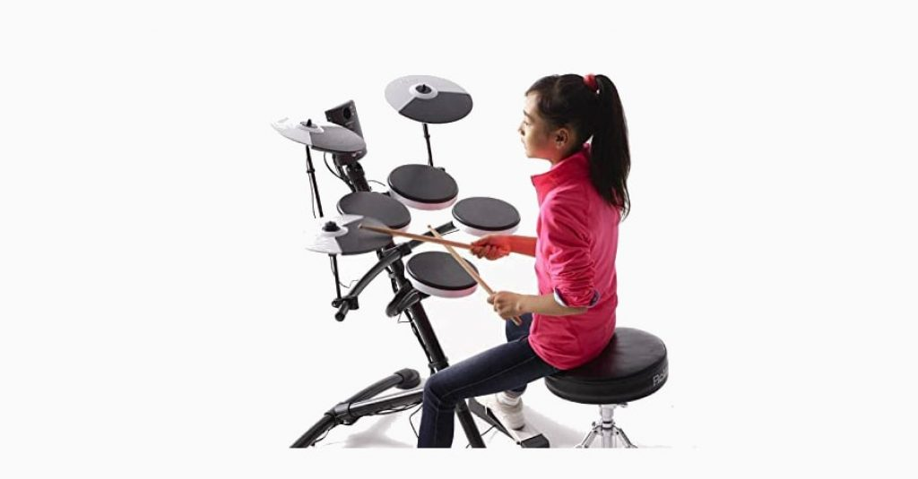 Girl play at Roland TD-1K Entry Level V-Drums Kit
