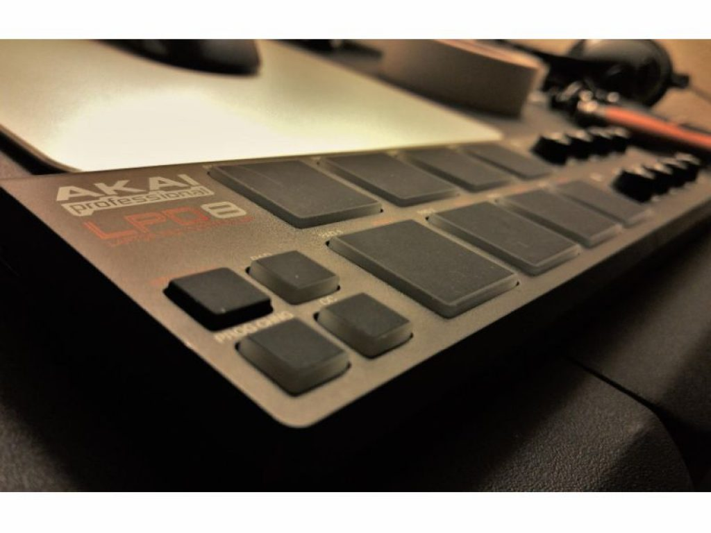 AKAI Professional LPD8 real picture