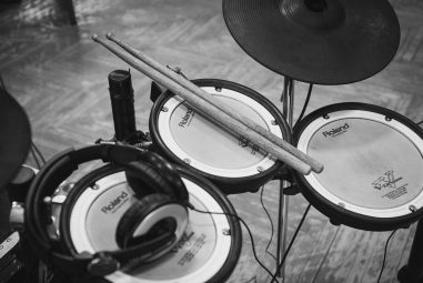 Best Drum Set for 2000: 9 Options to Choose From